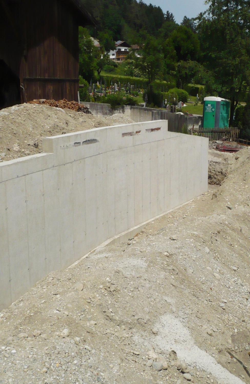 Massivhaus_Gartenmauer