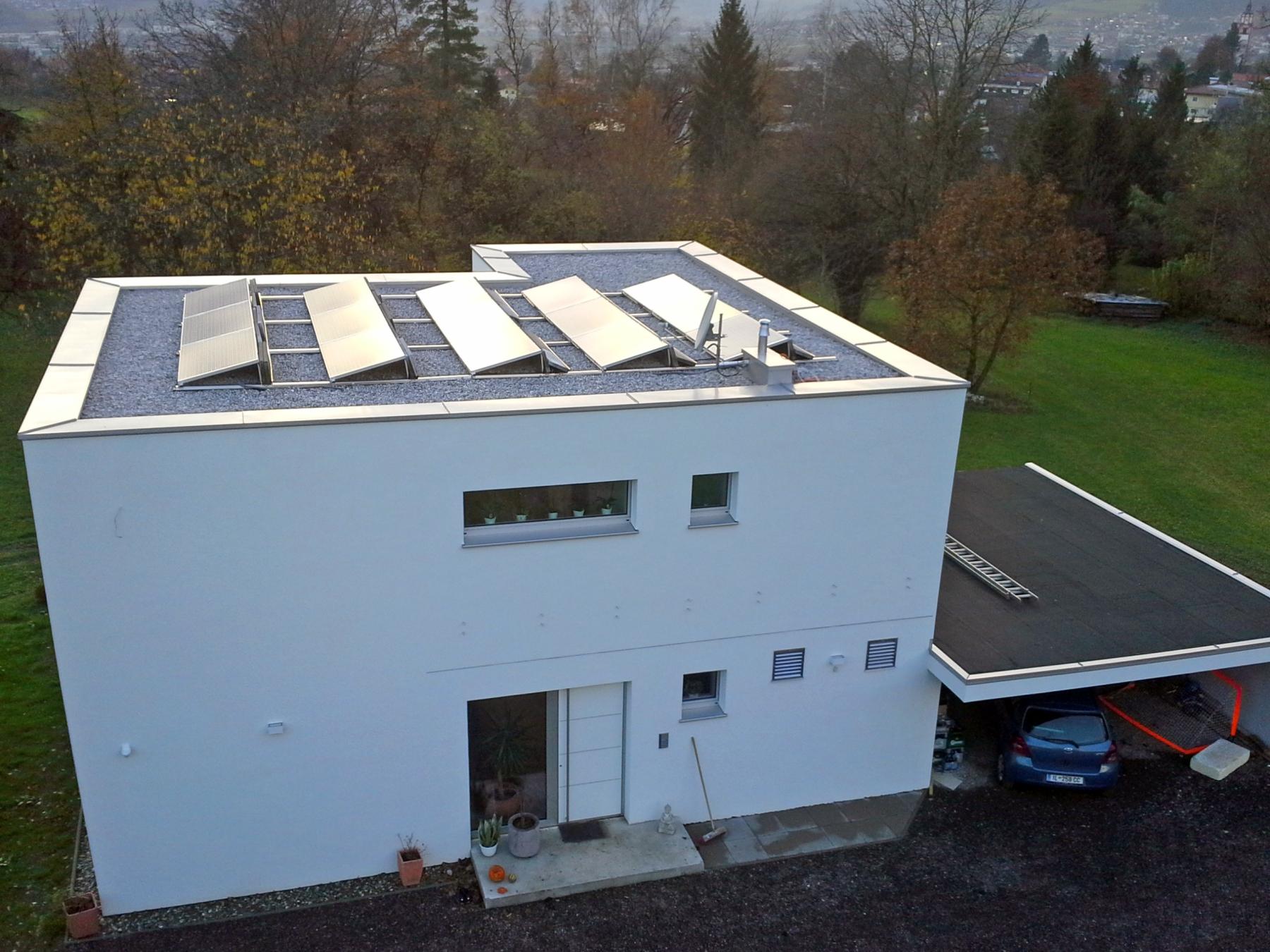 Massivhaus_Ansicht_Photovoltaik
