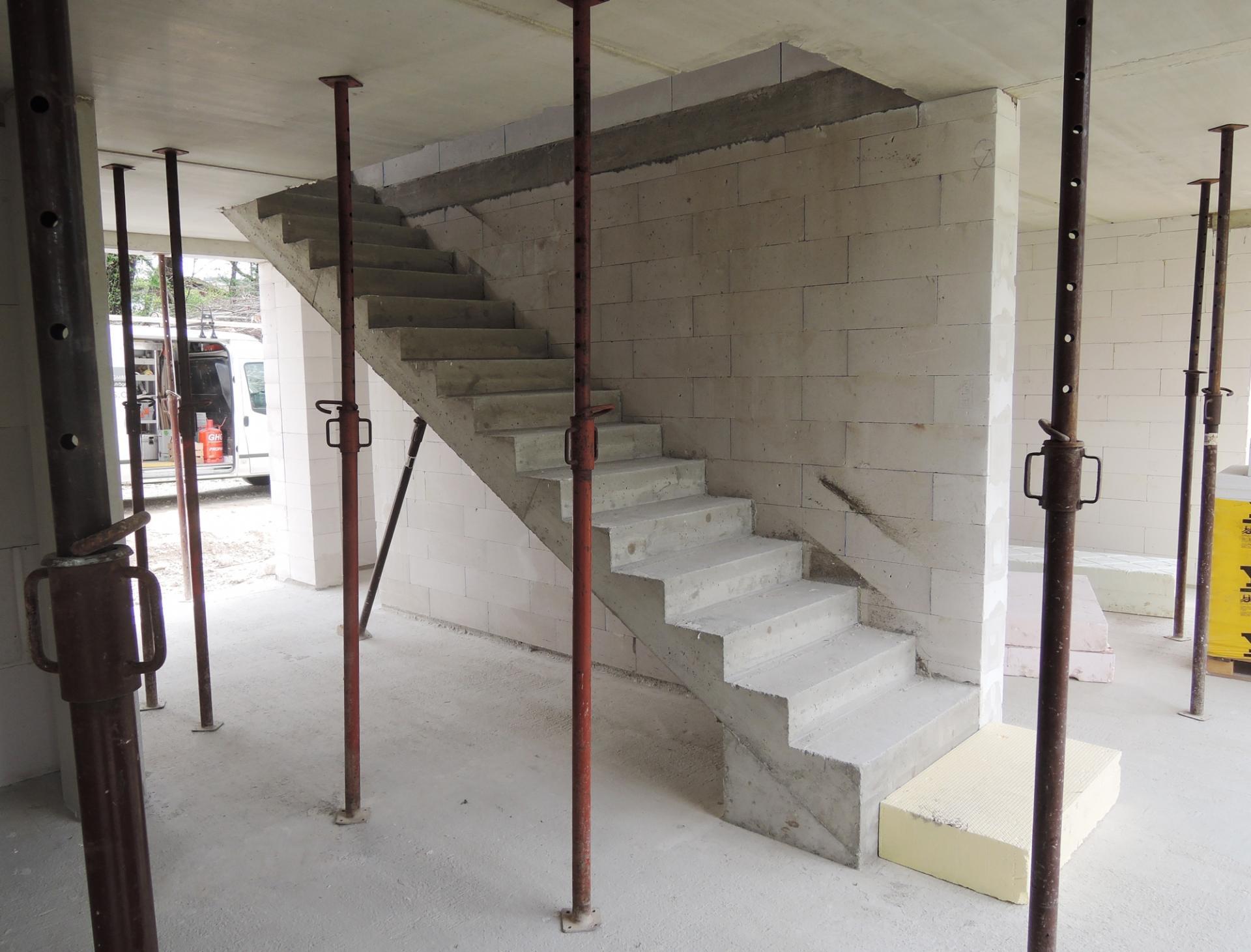 Massivhaus_Rohbau_Stiege