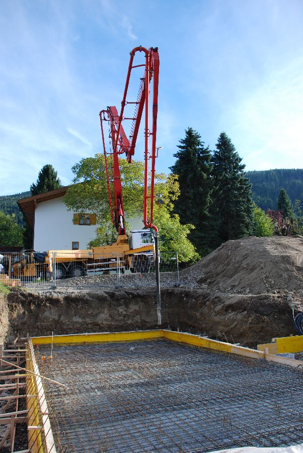 Massivhaus_Bodenplatte betonieren