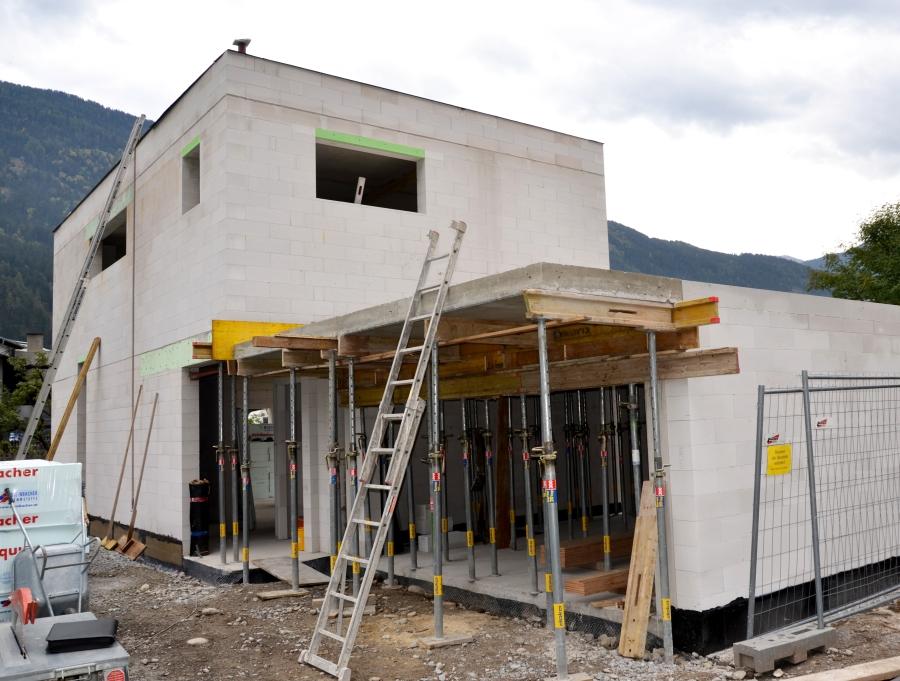 Garage in Bau